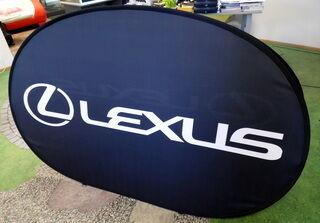 Ovaali pop up bänneri Lexus